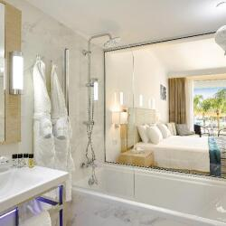 Deluxe Superior Room With Pool Garden View